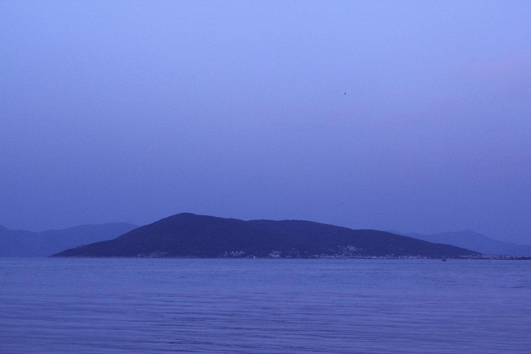 mer bleue ile.jpg
