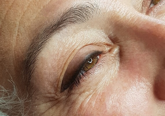 Eye-liner_shadow_maquillage_permanent_bordeaux