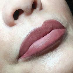 Lipstick_maquillage_permanent_bouche_bordeaux
