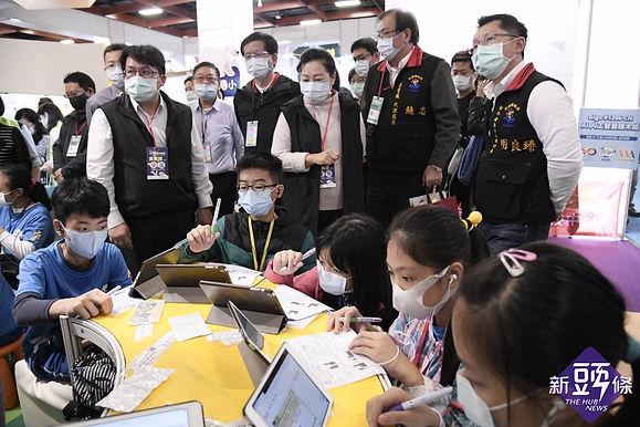 2020臺灣教育科技展 花蓮縣府團隊體驗智慧科技