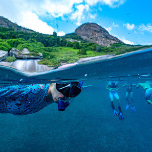 turistas praticando  mergulho livre no Arquipélago dos Alcatrazes. 2018
