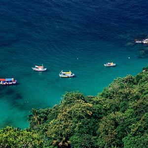 Baía da Ilha Grande – Barcos de pesca na praia do Aventureiro - Parque Estadual da Ilha Grande
