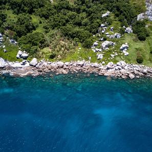 foto aerea, recife de coral da Ilha da Queimada Grande. 2019