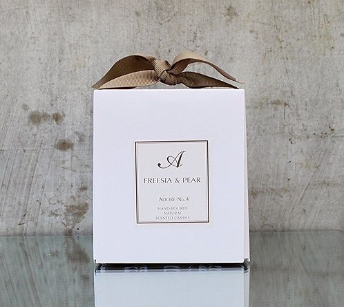 No.4 FREESIA & PEAR NATURAL SOY CANDLE