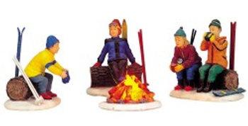 LEMAX - Set de 4 sujets - Skieurs autour du feu