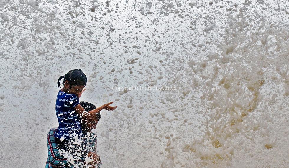 People enjoy high tide in Mumbai