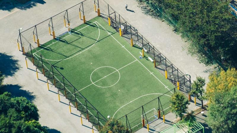 Der Fußballplatz