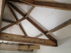 The cleaning of wooden beams