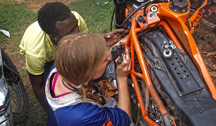 EXP52 - Clare Fixing KTM 690