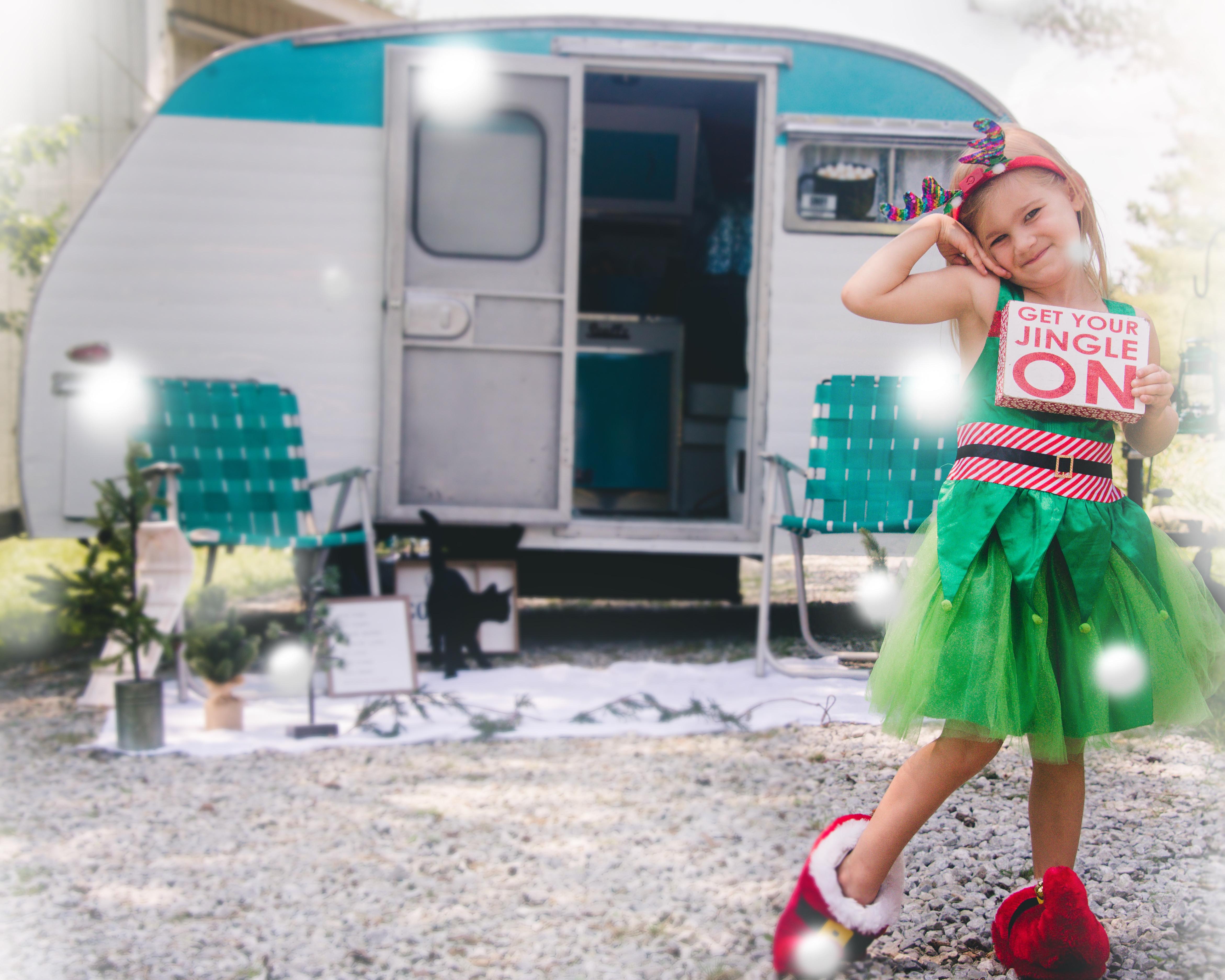 Vintage Christmas Camper & Cabin Minis