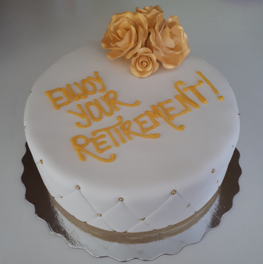 8 vanilla fondant with gold 1.png