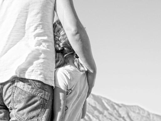האב קיבל משמורת על הקטינה למרות האשמות השווא של האם על התעללות מיני