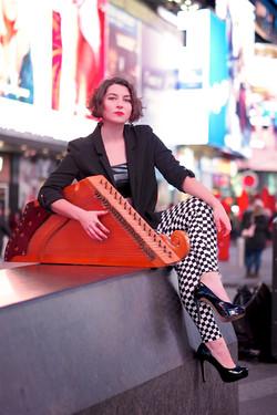 Simona & kanklės in Times Square
