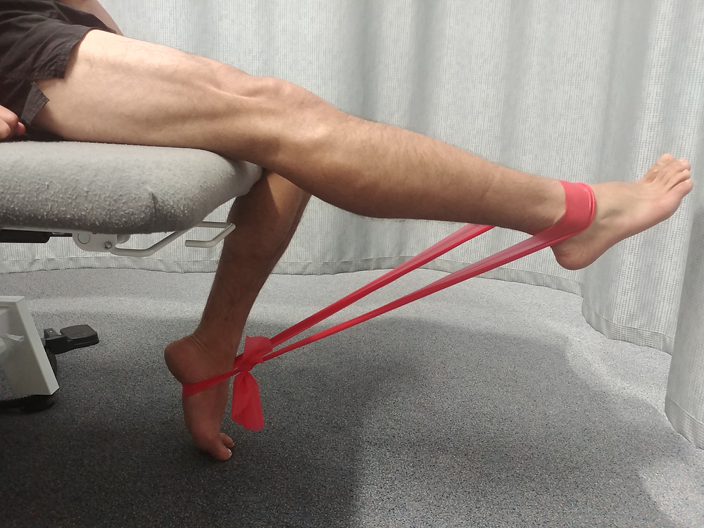 Isometric quadriceps exercise with theraband for Osgood Schlatter's disease