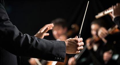 Le chef d'orchestre sur scène