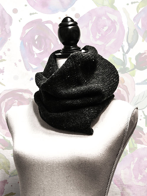 Halskrage svartgrå