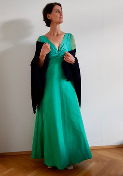 Abendkleid aus Wildseide u. Chiffon