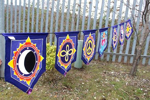 7 Flags Banner - Love in the Center