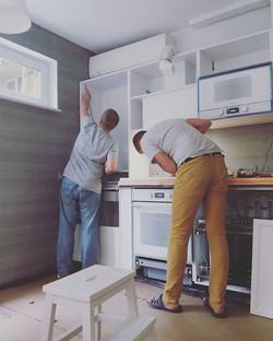 Монтаж маленькой кухни
