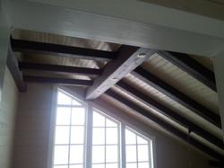 архитектура потолка в гостиной.
