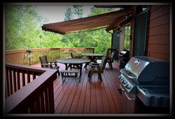 Eagles Perch Front Deck and Entertainment area overlooking lake