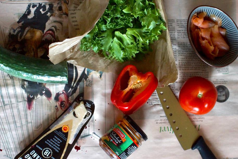 Salat med røkt laks og pesto-toast