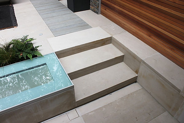 gardensteps, garen paving, natural stone paving,paving, sawn paving, pants,glass,modern garden