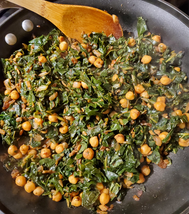 Cauliflower leaf saag chana