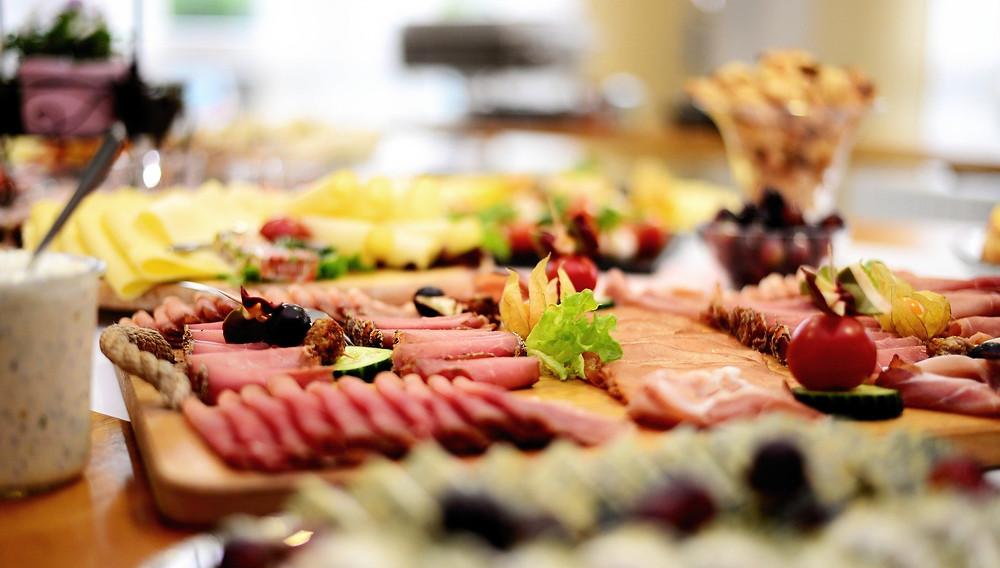 Proteines, plat de viande et de fromage