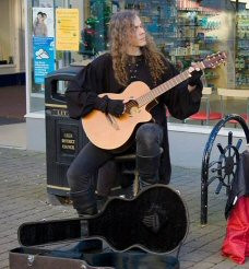 Jonathan Kershaw performing in Littlehampton for Small Business Saturday 2014; photo by Andy T Lee Photography