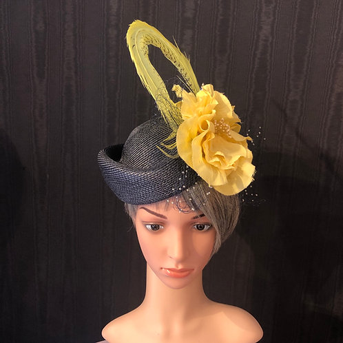 Navy straw Scottie with yellow