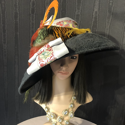 Gray double beaver oversized Bonnet with bird of paradise