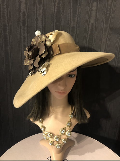 Camel fur felt bonnet with chocolate