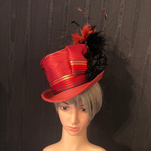 Lipstick red straw Rider with feather explosion