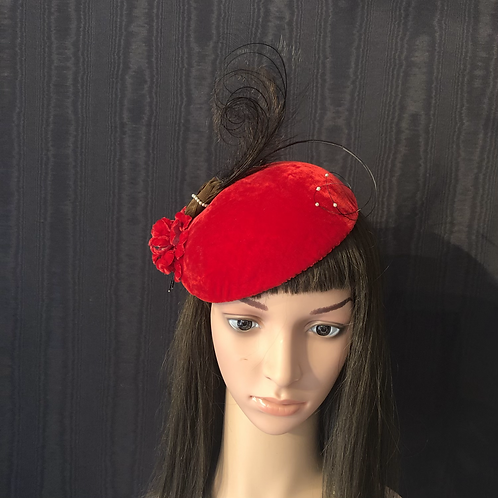 Red velvet mini cap with vintage feathers