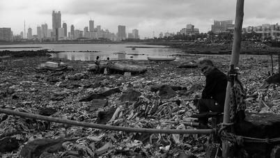 mumbai living in the rubbish.jpg