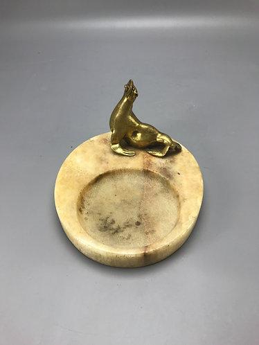 Bronzen zeehond met marmeren vide-poche, bieden vanaf