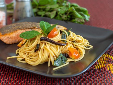 Scharfe Pasta mit Lachs, Thai Style - Fusion Küche