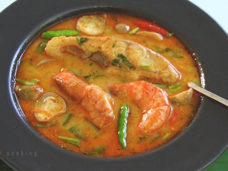 Tom Yam Pla - scharf saure Suppe mit Fisch