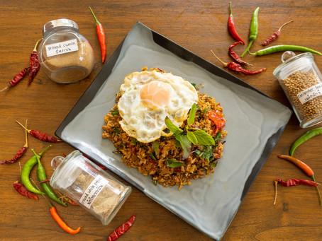Khao Pad Kaprau Muu - Gebratener Reis mit Holy Basil und Schweinehack