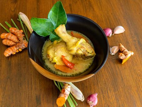 Gai Tom Kamin - Hühnersuppe mit Kurkuma