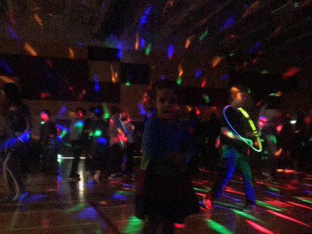 How to organize a primary school dance that is both revolutionary and community-building