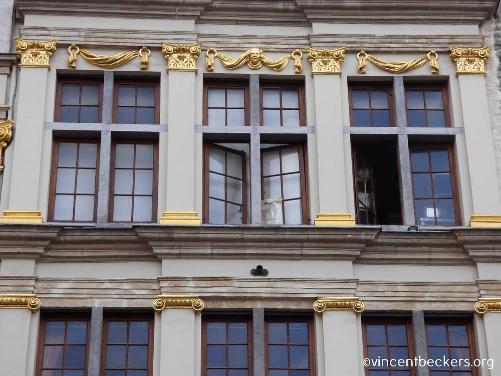 façade baroque aux ordres classiques, maison de la Rose, Grand-Place Bruxelles, visite guidée Grand-Place Bruxelles, Vincent Beckers