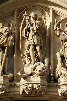 Saint-Michel terrasse le dragon, hôtel de ville de Bruxelles, visite guidée Grand-Place Bruxelles, Vincent Beckers