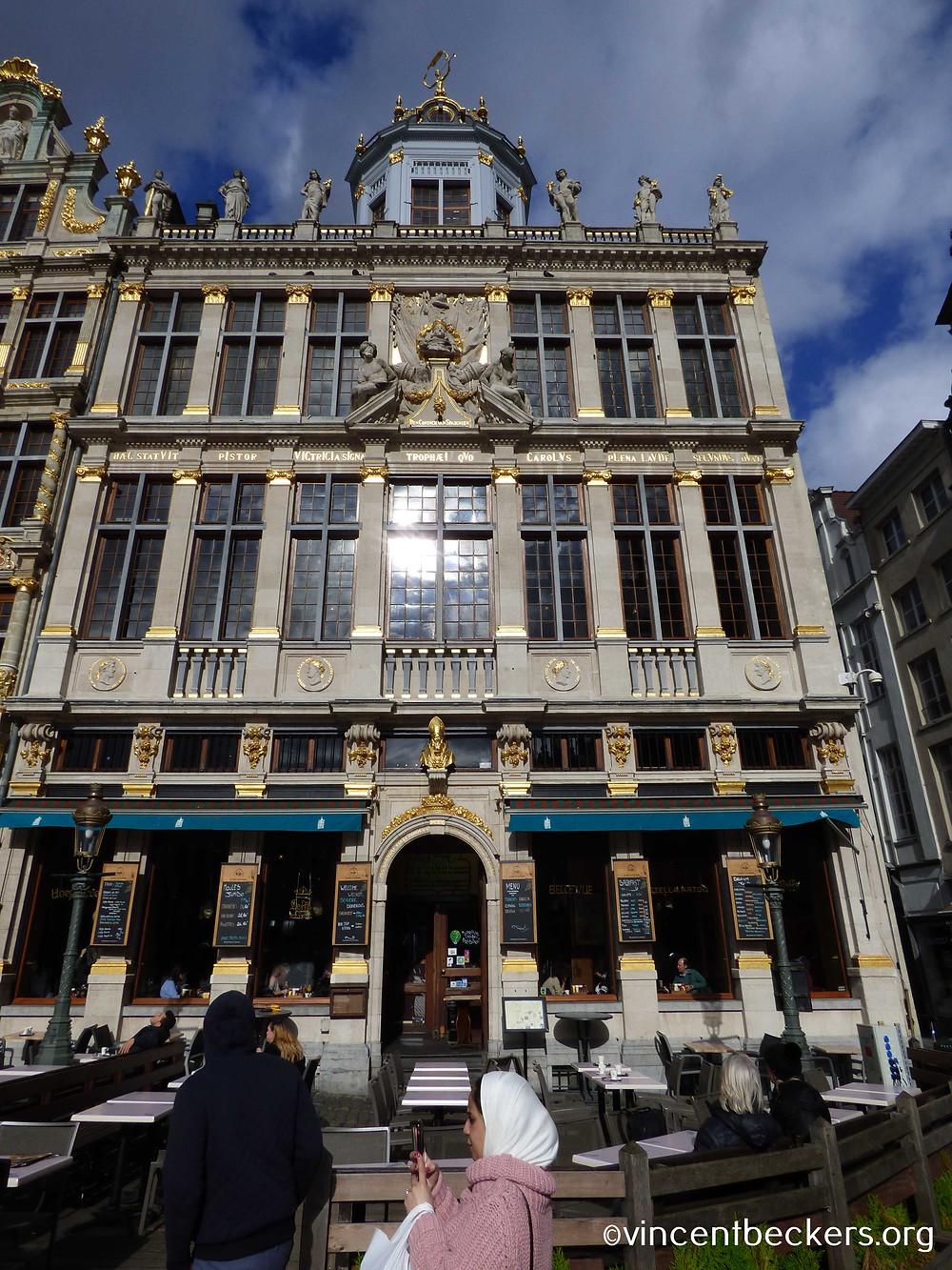 sur la façade du Roy d'Espagne, Grand-Place, Bruxelles, visite guidée Grand-Place, Bruxelles, Vincent Beckers