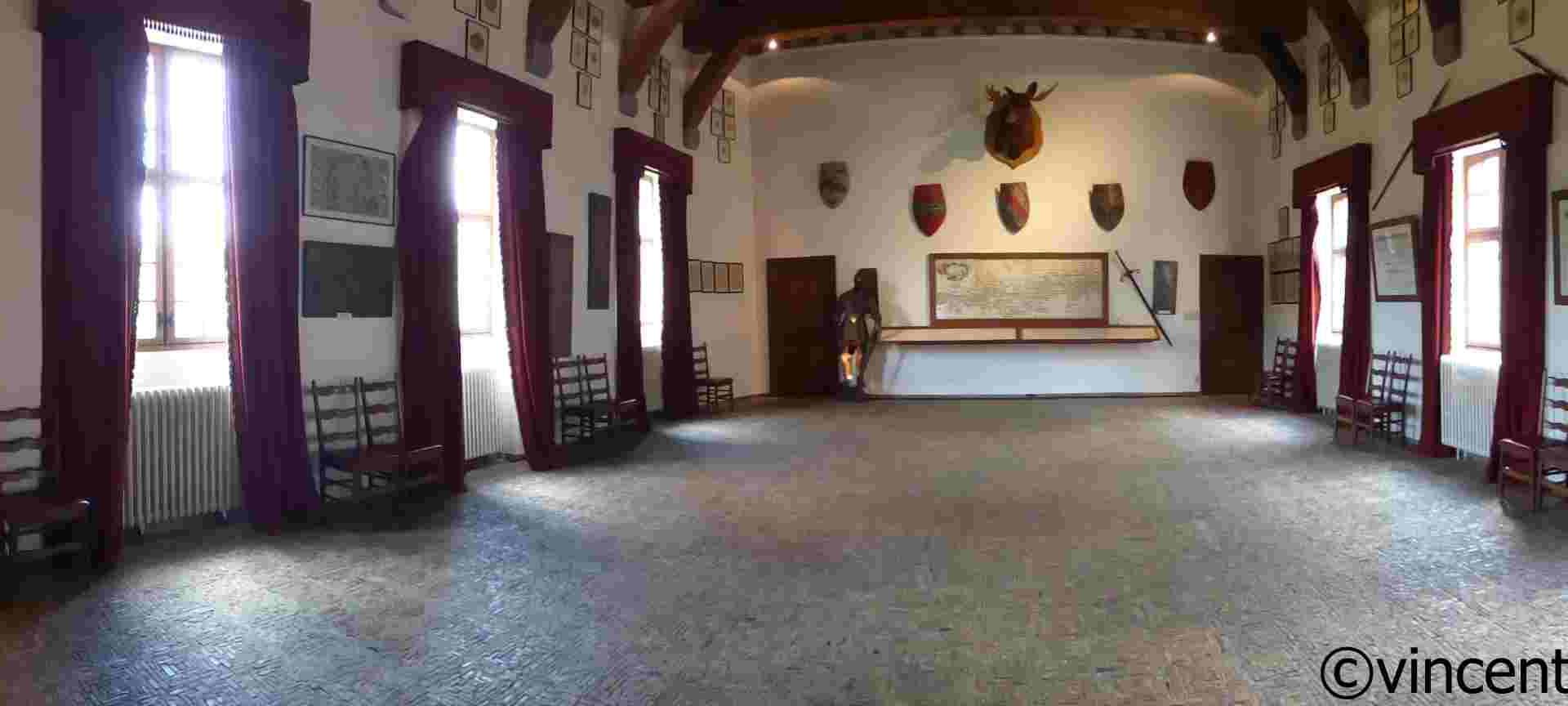 Grande salle au château de Vêves
