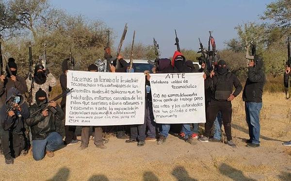 hombres-armados-encapuchados-ciudadanos-