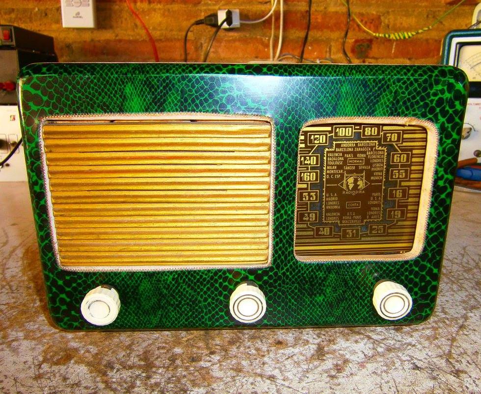 Radio diseño piel de serpiente