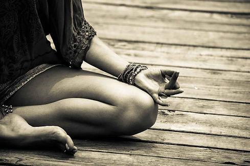yoga-hand-mudra-opti-95760978.jpg