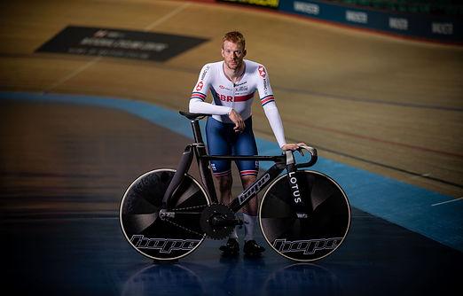 Ed Clancy and the Hope Lotus track bike (1)-min.jpg